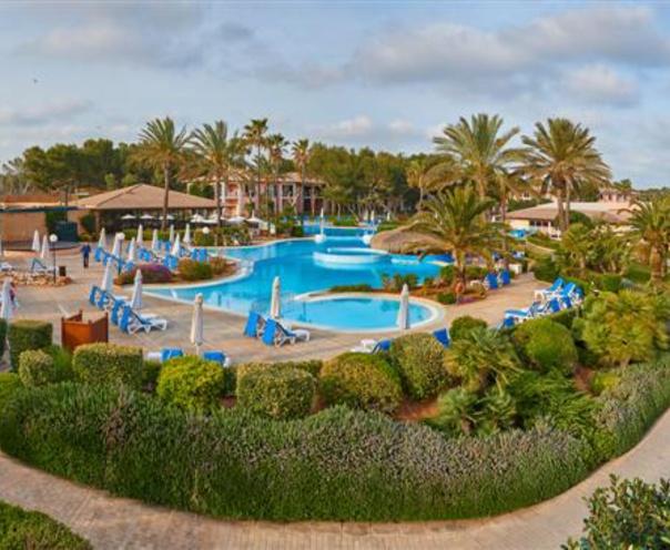Vista aérea de la piscina del Blau Colonia Sant Jordi Resort, Ses Salines - Mallorca