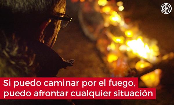 Empoderate con Firewalking caminar por el fuego