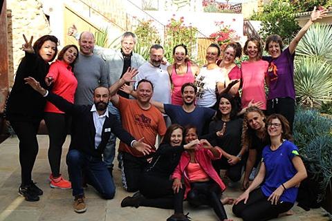 Grupo de participantes del Seminario Traspasa el Velo en Mallorca activando sus dones